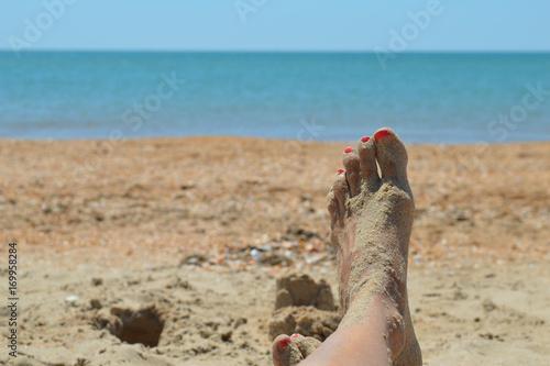 Отдыхе ноги девушек на пляже черные члены