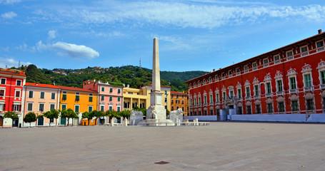 Photo sur Plexiglas Commemoratif arance square and obelisk Massa Tuscany Italy