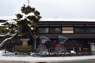 冬の高山 人力車