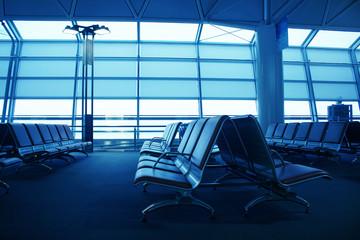 飛行場ロビーのソファ Bench at lobby in the airport