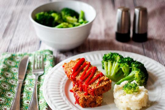 Hackfleisch mit Gemüse und Kartoffelpuffer
