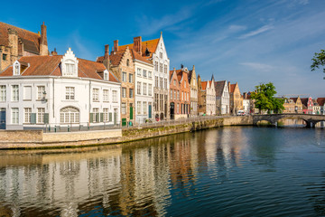 Aluminium Prints Bridges Bruges (Brugge) cityscape with water canal and bridge