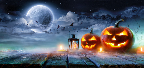 Wall Mural - Jack O' Lanterns Glowing At Moonlight In The Spooky Night - Halloween Scene