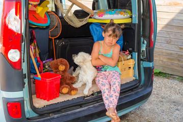 jeune fille déçu : c'est la fin des vacances