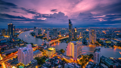 Autocollant pour porte Bangkok Bangkok - August 27 : view from the state tower 49 th floor in the twilight time on August 27, 2017.