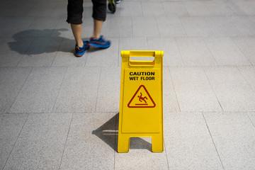 Yellow sign that alerts for wet floor