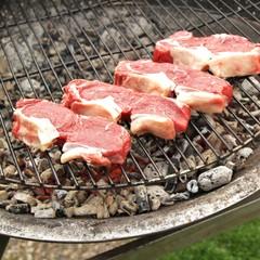 dicke Rindersteaks auf dem Grill / Zubereitung
