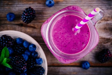 blueberry and blackberry smoothie in mason jar view from above
