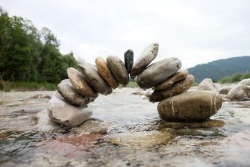selbststützende Steinbrücke