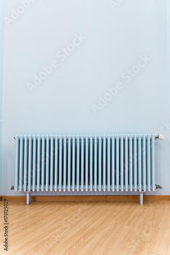 Heizung Und Heizkorper Vor Blauer Wand Textfreiraum Stock Photo