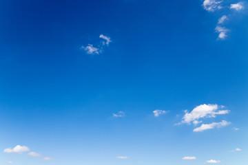 青い空と雲の背景