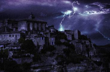 Gordes orage la nuit