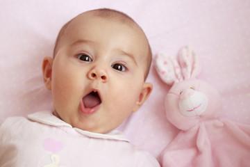 Bebé con cara de sorpresa