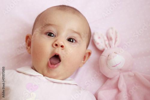 Bebé Con Cara De Sorpresa Stockfotos Und Lizenzfreie Bilder Auf