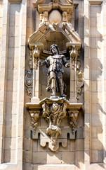 Detalle portada basilica santa maria del coro