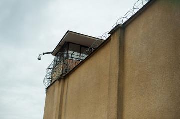 Więzienie, Drut kolczasty