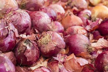 Zwiebeln auf dem Wochenmarkt