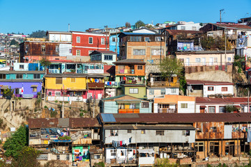 Fototapete - Old Colorful Buildings in Valparaiso