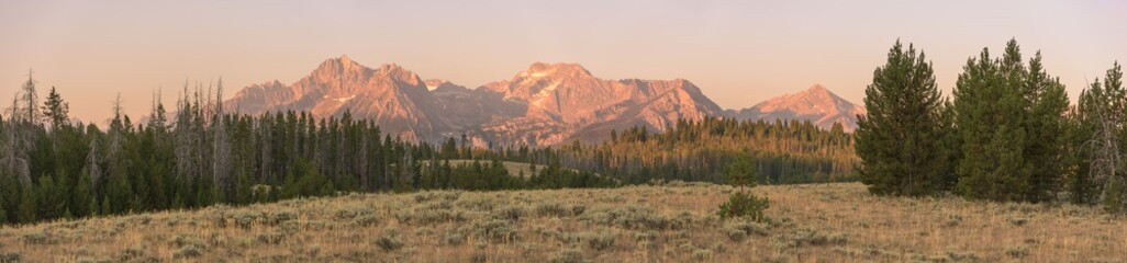 Morning sun glow on the Sawtooth mountain range near Stanley, ID.  Fotomurales