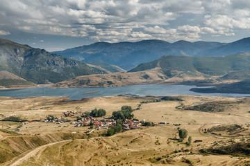 Embalse y pueblo de Casares de Arbas, León, desde Picos Tres Marías.