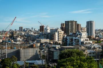 青空と東京郊外の都市風景3