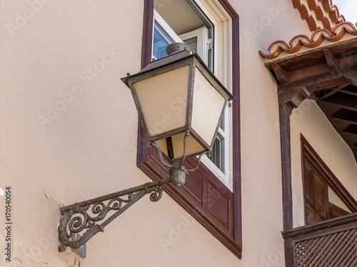 Mediterrane Lampe An Einer Fassade