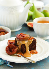 Sticky pudding with caramel sauce and