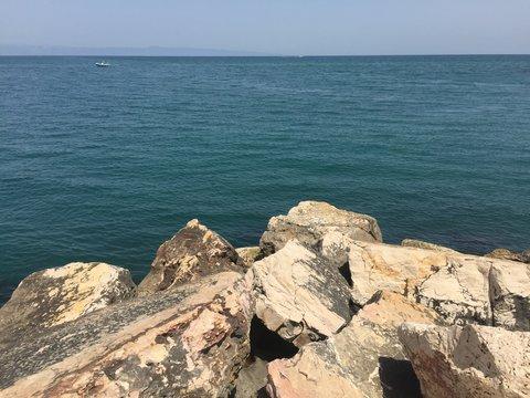 Scogliera sul mare