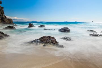 田牛海岸、竜宮窟、伊豆の海のある風景