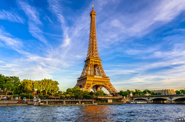 Zelfklevend Fotobehang Parijs Paris Eiffel Tower and river Seine at sunset in Paris, France. Eiffel Tower is one of the most iconic landmarks of Paris.