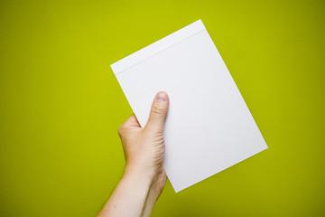 Ręka z notatnikiem