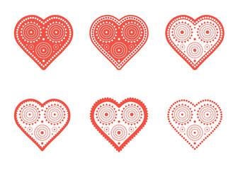 Набор красно-белых изолированных изображений сердца с декоративным узором в племенном стиле.