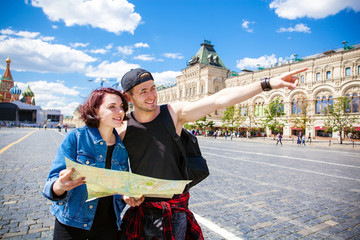 Couple tourists sightseeing city with map. Red Square, Moscow, Russia Fototapete