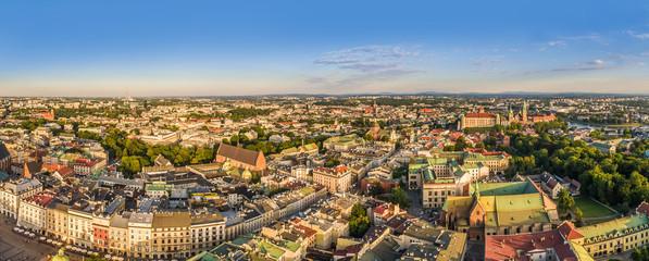 Kraków z lotu ptaka. Panorama starego miasta od ulicy Grodzkiej do Wawelu z widoczną Bazyliką Franciszkanów.