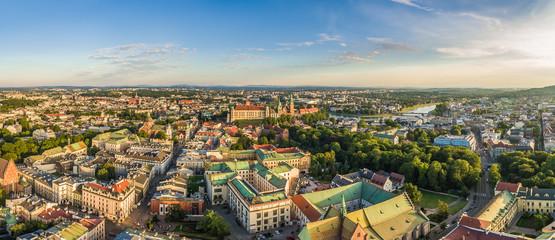Kraków - panorama starego miasta z lotu ptaka. Krajobraz miasta z ulicą Grodzką i zamkiem na Wawelu.