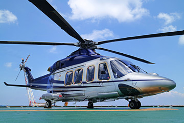 Foto op Canvas Helicopter Helicopter or chopper land at oil and gas platform area for get and sent passenger from onshore hangar to offshore platform