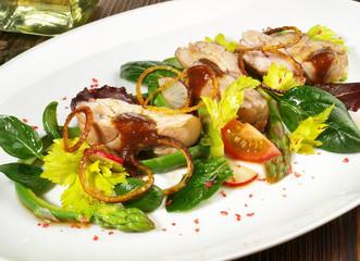 Kalbsbries auf Salat mit Spargel