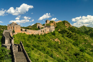 Fotobehang Chinese Muur Great Wall of China winding its way into the distance along the mountains