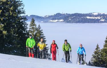 eine Gruppe Schneeschuhwanderer