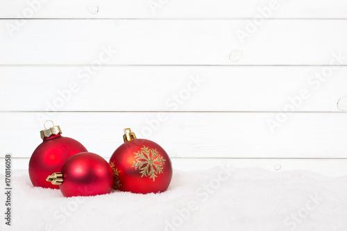 rote weihnachtskugeln weihnachten holz hintergrund. Black Bedroom Furniture Sets. Home Design Ideas