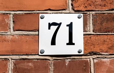 Hausnummer 71