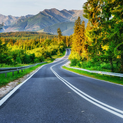 Keuken foto achterwand Weg in bos Asphalt road in mountains. The beauty of the world
