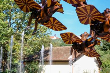 Karussell für Überschläge und Loopings in einem Freizeitpark