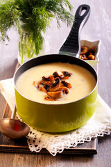 Cauliflower soup with fried mushrooms