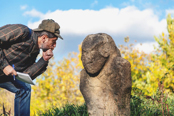 Scientific historian describes stone sculpture on mound
