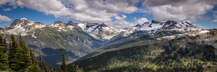 Panorama of mountains from Whistler Mountain, British Columbia, Canada Fototapete