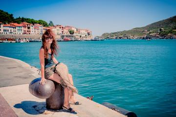 Femme dans le port de Port-Vendres