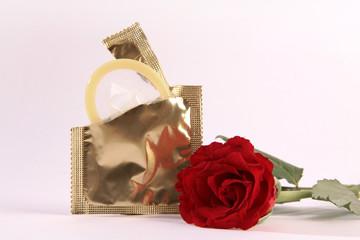 Kondom und Rose