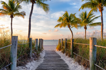 Fototapete - Footbridge to the Smathers beach on sunrise - Key West, Florida