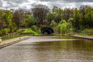 Foto auf Leinwand Kanal A tunnel connecting top of Falkirk Wheel with Union canal locks